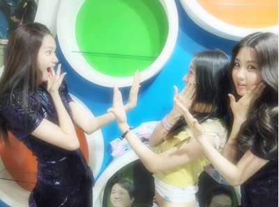 Yoona Shocked To See Her Twin & Sulli, Tiffany, and Hyo At ... F(x) Krystal And Yoona