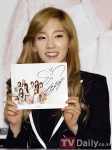 taeyeon j estina fan sign event