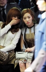 snsd taeyeon tiffany seoul fashion week (20)