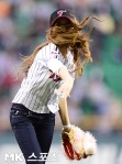 snsd jessical baseball pitch (12)