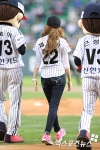 snsd jessical baseball pitch (16)