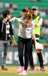 snsd jessical baseball pitch (19)