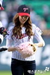 snsd jessical baseball pitch (2)