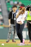 snsd jessical baseball pitch (20)