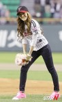 snsd jessical baseball pitch (27)
