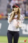 snsd jessical baseball pitch (30)