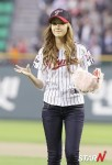 snsd jessical baseball pitch (31)