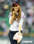 snsd jessical baseball pitch (36)