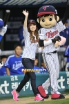 snsd jessical baseball pitch (38)