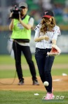 snsd jessical baseball pitch (45)