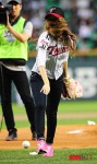 snsd jessical baseball pitch (6)