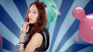 Welcome To So Nyuh Shi Dae World: Jessica v s Krystal – A