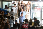 snsd airport pictures going to japan smtown concert (1)