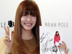 snsd tiffany bean pole fan sign event (2)