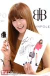snsd tiffany bean pole fan sign event (4)