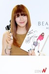 snsd tiffany bean pole fan sign event (42)