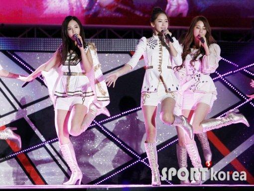 Kpop Hotness Red Velvet Ice Cream Cake
