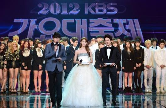 snsd yoona 2012 kbs gayo daejun pictures (3)