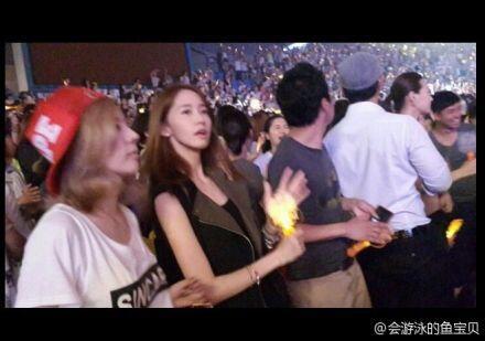 SNSD members give their dae-sunbaes ShinHwa some lovin'.